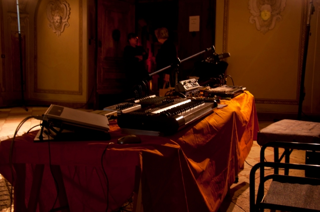 69. Difondo - working table - Live in Ala 12.10.12